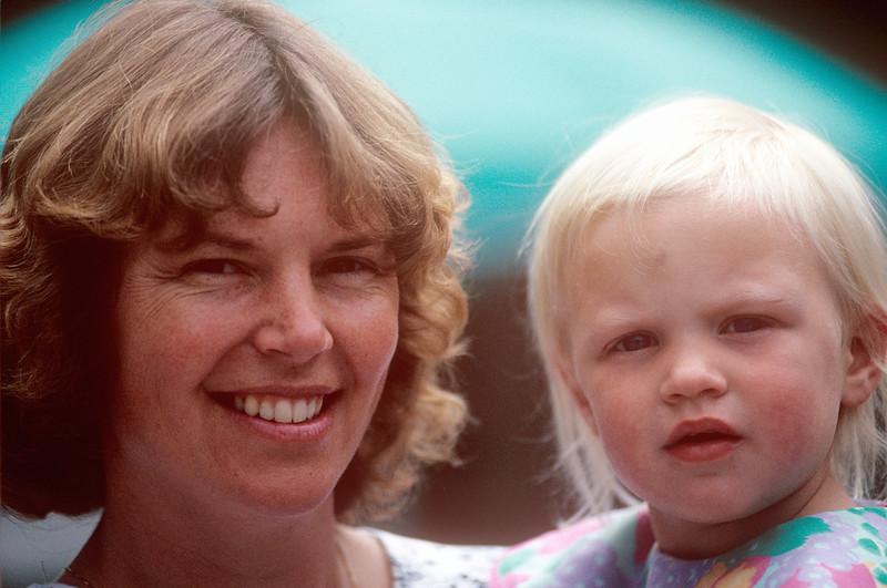 1991-06 Wendy & Mia Smit.jpg