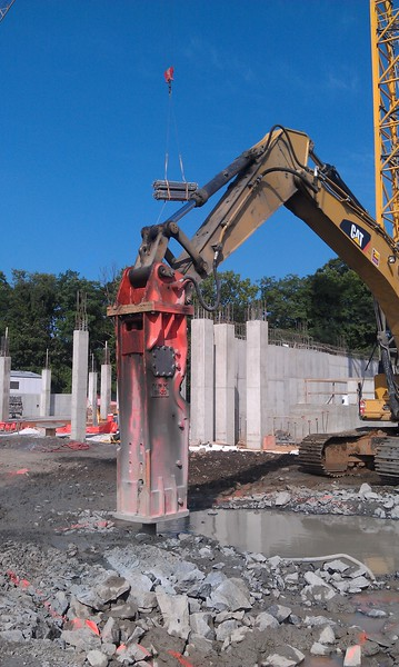 NPK GH30 hydraulic hammer on Cat 345DL excavator (3).jpg