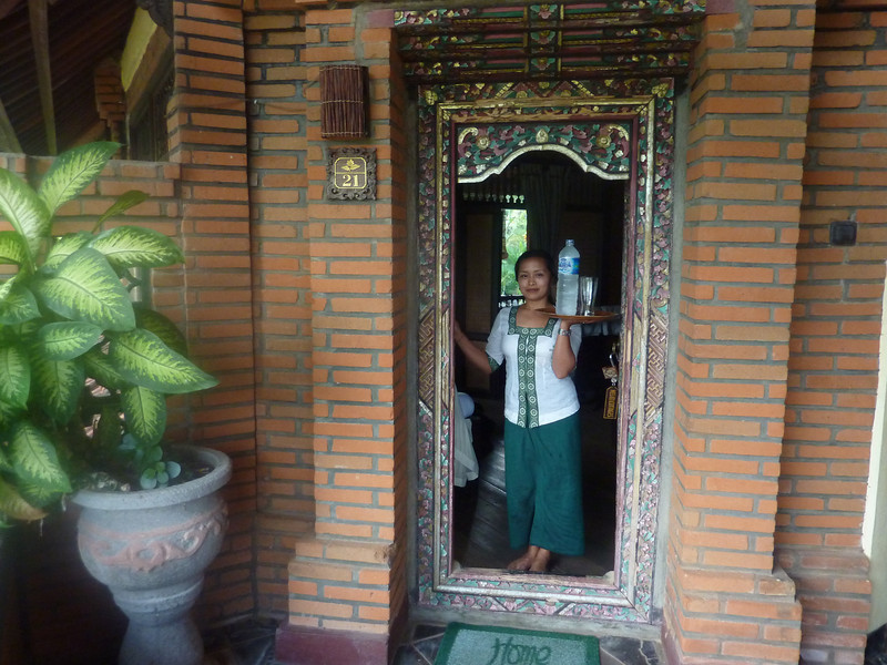 Arrival to our Balinese style hotel, the Melati Cottages