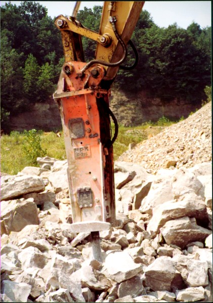 NPK E216 hydraulic hammer on Cat excavator at Zanesville Quarry 8-7-01 (3).JPG
