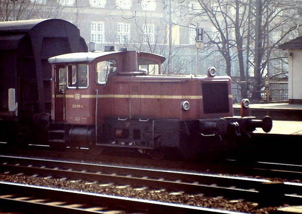 333 016, Bremen Bf, 24th February 1990.