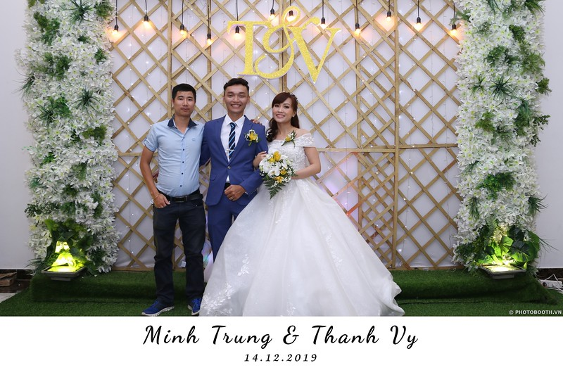 Trung-Vy-wedding-instant-print-photo-booth-Chup-anh-in-hinh-lay-lien-Tiec-cuoi-WefieBox-Photobooth-Vietnam-045.jpg