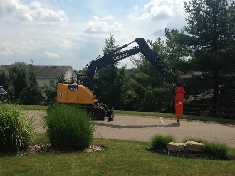 NPK GH6 hydraulic hammer on Deere excavator (2).JPG