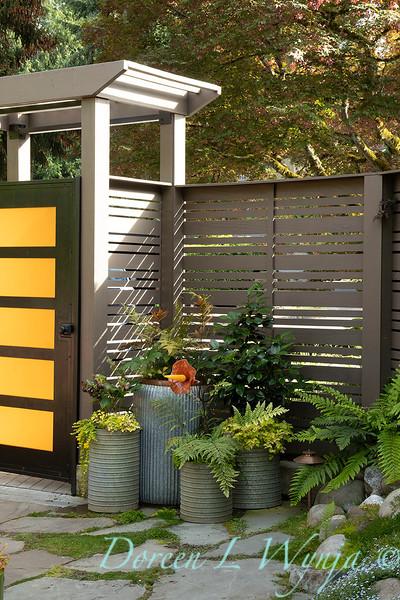 Orange acents in the Garden_6507.jpg
