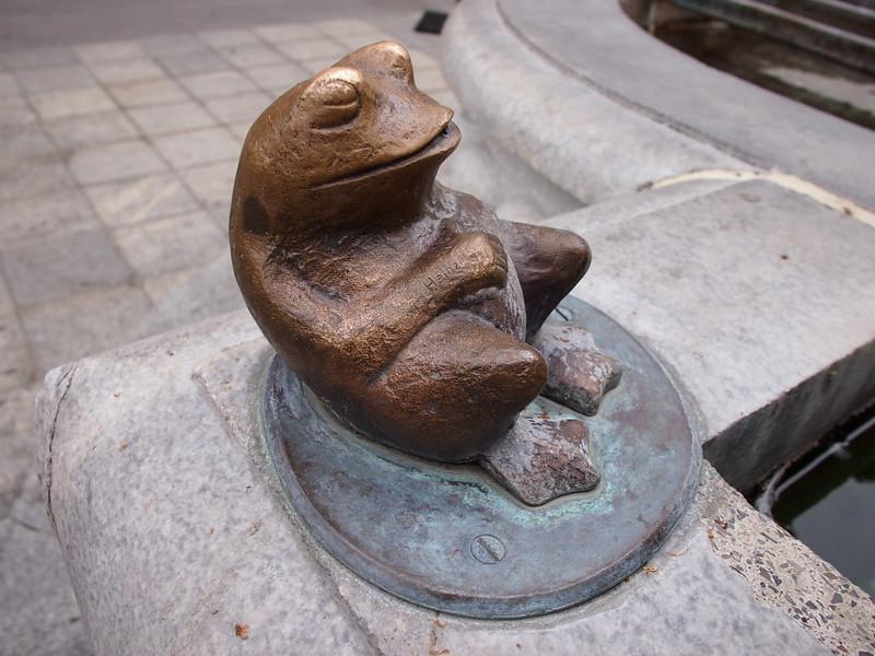 P7144662-fountain-frog.JPG
