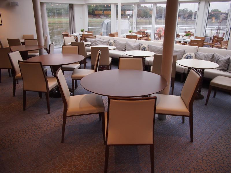 P8187455-lounge-tables.JPG