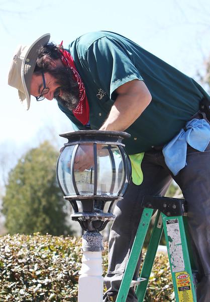 Lamp cleaner at Westford bank 040