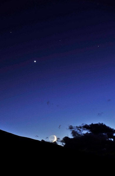 beautiful moonset 2 - I adore that deep, rich blue in the upper sky