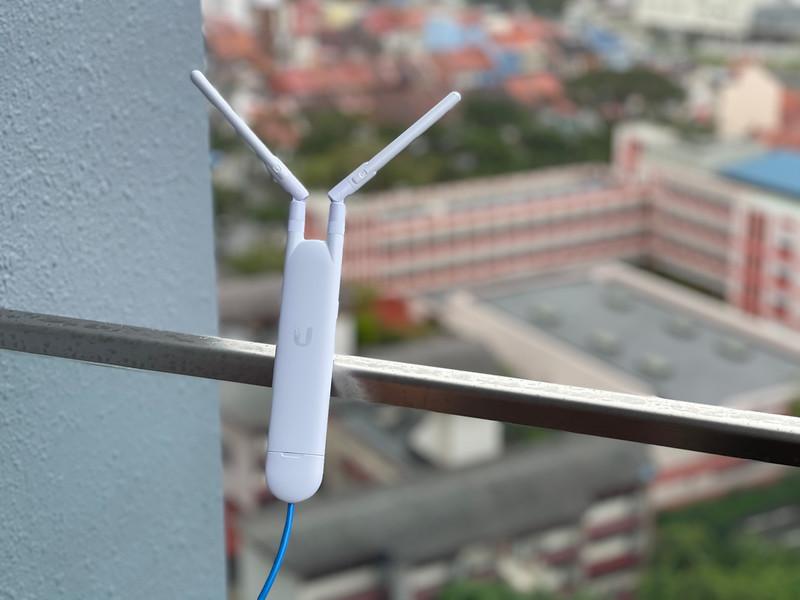 Ubiquiti UAP-AC-M attaching to POE