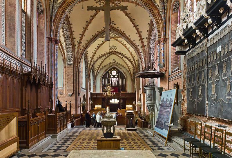 Güstrow, Dom. Blick vom Chor nach Westen, rechts Ulrichmonument