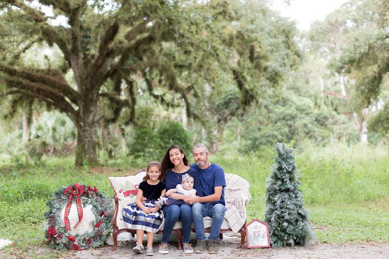 Holiday Minis- Scarth Family-9.jpg