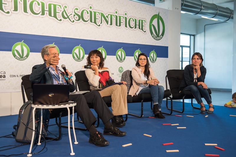 lucca-veganfest-conferenze-e-piazzetta-012.jpg