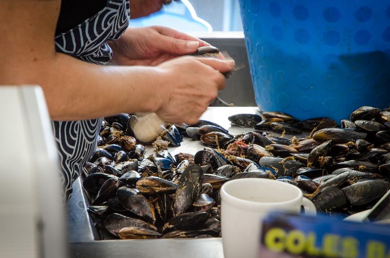 De-bearding mussels!