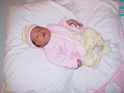 10-2004 Diya's 1st Week