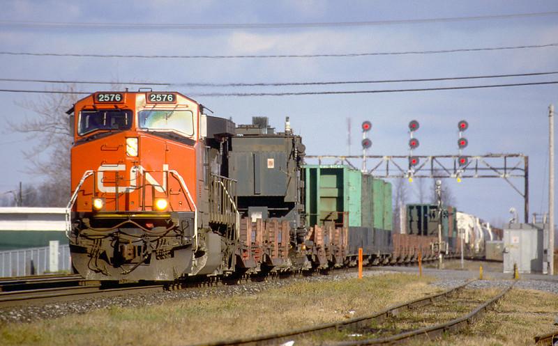 CN C44-9W 2576 westbound in Coteau.