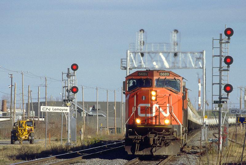 CN SD75I with GATX TankTrain westbound in Lemoyne.
