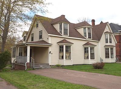 Tupper House : 186 East Victoria Avenue