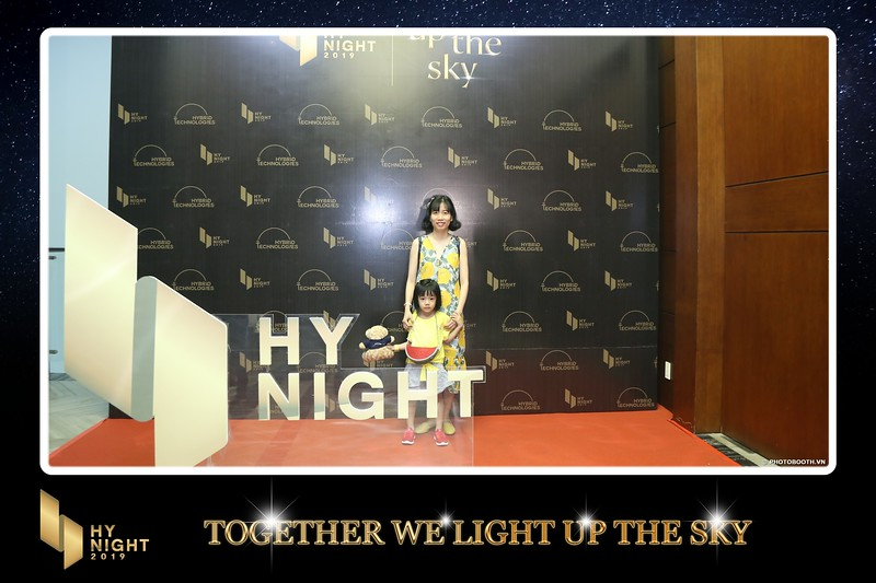 Buzz-Comm-Year-End-Party-instant-print-photo-booth-at-New-World-Saigon-Chup-hinh-lay-lien-Tat-nien-WefieBox-Photobooth-Vietnam-049.jpg