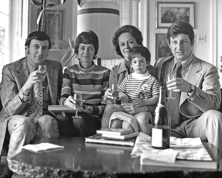 1972, April. Chicagoans Naphtali and Marian Knox visit Fern, Elizabeth, and Alex Rynecki at their Sausalito house.