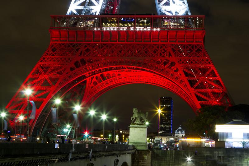 EiffelNight1.jpg