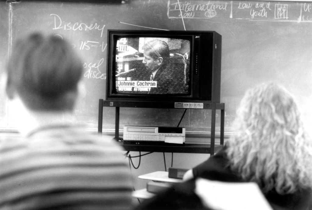 . Students study O.J. Simpson trial at Monroe High School in North Hills.   (1/31/95)   (Los Angeles Daily News file photo)