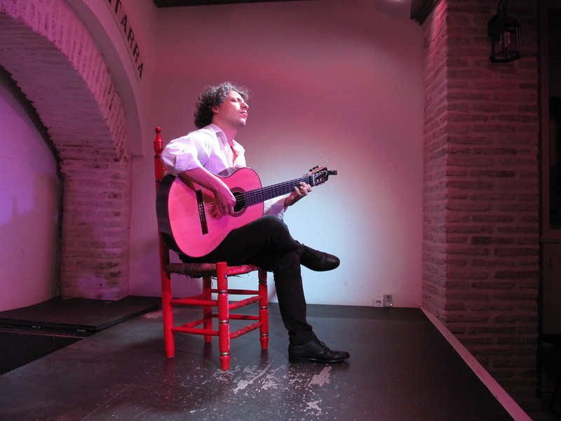 Carmelo Picón  performs at Case de la Guitarra