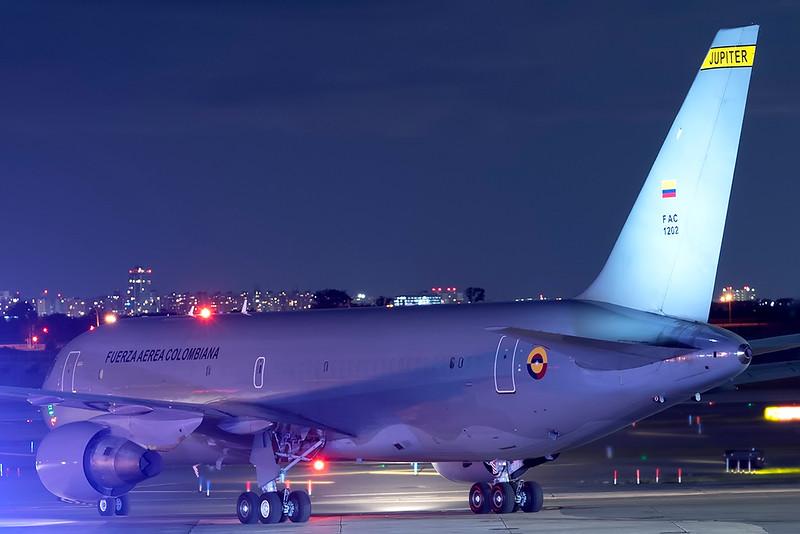 ColumbiaAirForce_01_JFK_21Sep2021_Ramp_FAC12102_70-200mm.jpg