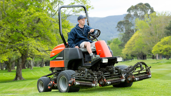 Daniel Dexter at work preparing the Royal Wellington Golf Club to host the Asia-Pacific Amateur Championship tournament 2017 held in Heretaunga, Upper Hutt, New Zealand from 26 - 29 October 2017. Copyright John Mathews 2017.   www.megasportmedia.co.nz