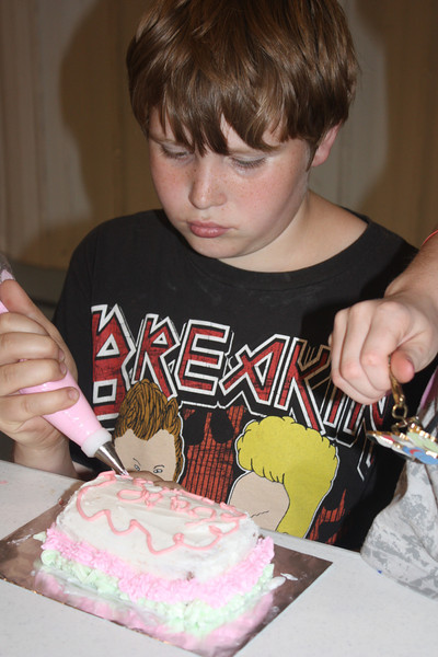 Mid-Week Adventures - Cake Decorating -  6-8-2011 135.JPG