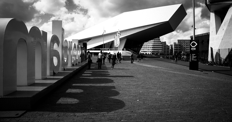Designed by the Viennese architectural film Delugan Meissl Ass., which had numerous successes in architectural competitions and which became famous for their Porsche Museum in Stuttgart.