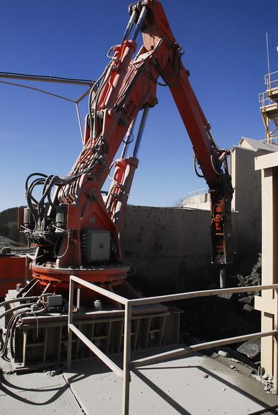 NPK B6500 pedestal boom with GH10 hydraulic hammer - Vulcan Materials - Barin Quarry, GA  1-18 (36).JPG