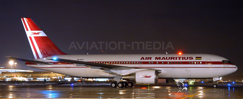 Air Mauritius_B762_3B_NAK__ZRH_20051217_Ramp_Night_01_AM_small.jpg