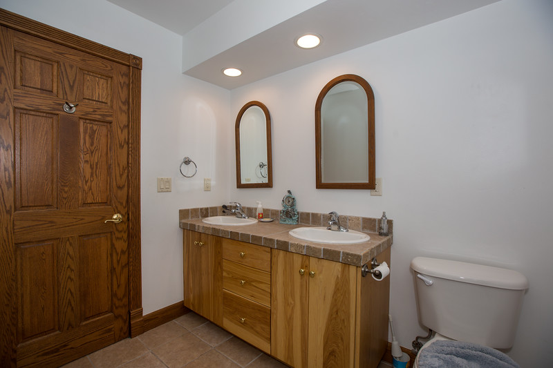 bathroom 2 (1 of 1).jpg