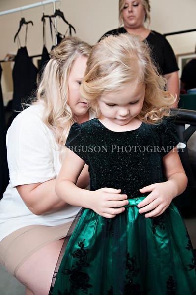 Hillary_Ferguson_Photography_Melinda+Derek_Getting_Ready142.jpg