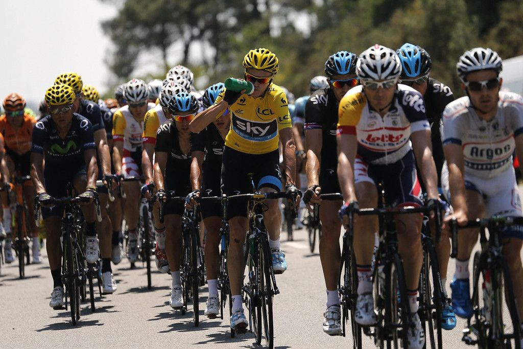 . Overall leader\'s yellow jersey Britain\'s Christopher Froome (C) rides during the 197 km tenth stage of the 100th edition of the Tour de France cycling race on July 9, 2013 between Saint-Gildas-des-Bois and Saint-Malo, northwestern France.    PASCAL GUYOT/AFP/Getty Images
