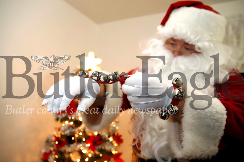 Santa Glen Gitzen gears up for the night. Seb Foltz/Butler Eagle
