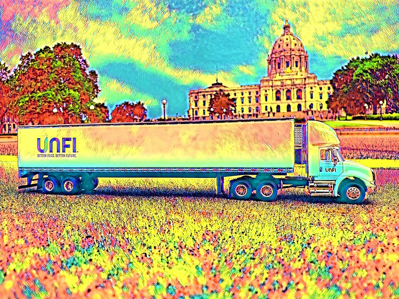 Unfi truck 1-32 scale MN State Capitol.jpg