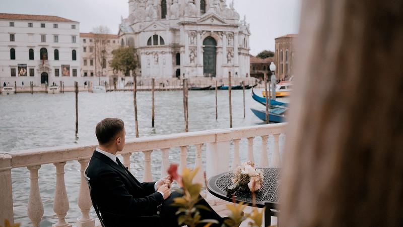 Tu-Nguyen-Destination-Wedding-Photographer-Elopement-Venice-Italy-Europe-w10a13.jpg