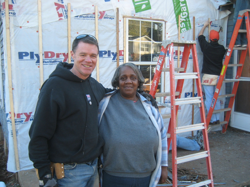 2008 11-16 Chris Cosby, one of 70 volunteers, poses with Homeowner Partner Barbara Carter. bs