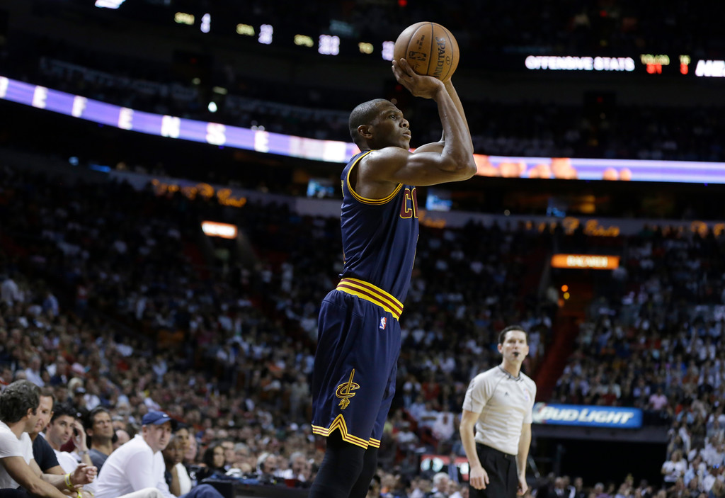 . Cleveland Cavaliers\' James Jones shoots during the second half of an NBA basketball game against the Miami Heat, Monday, March 16, 2015, in Miami. The Heat defeated the Cavaliers 106-92. (AP Photo/Lynne Sladky)