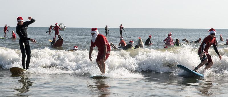 2017 Surfing Santas (7 of 21).jpg