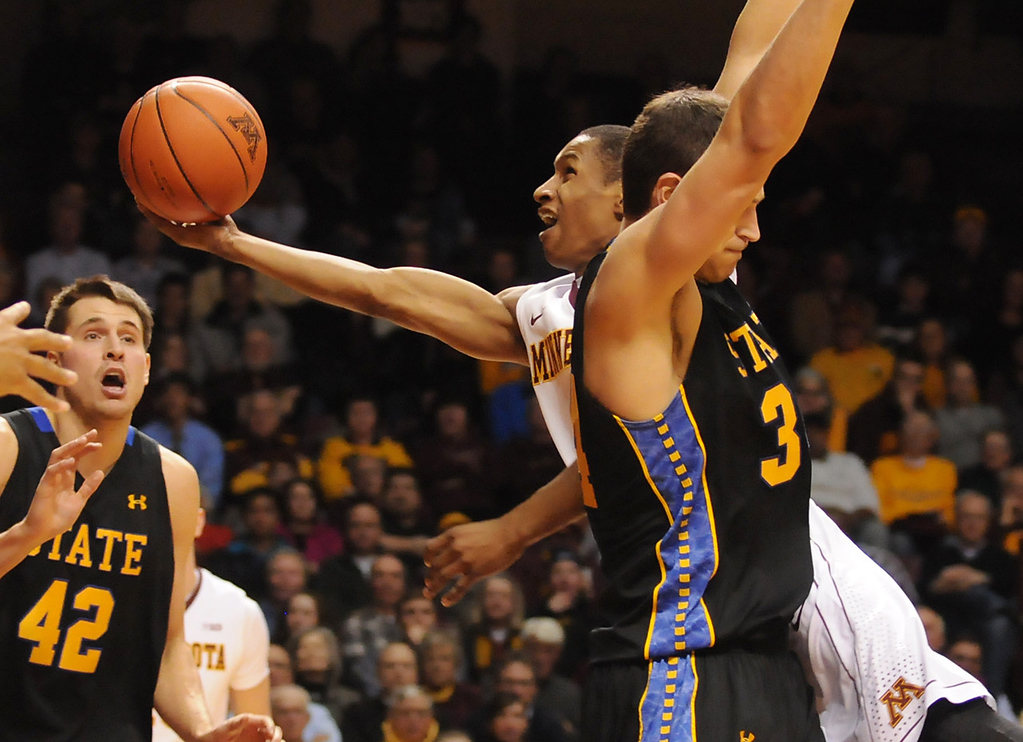 . Minnesota guard Deandre Mathieu tries to split the South Dakota State defense as he drives toward the basket in the second half. (Pioneer Press: John Autey)