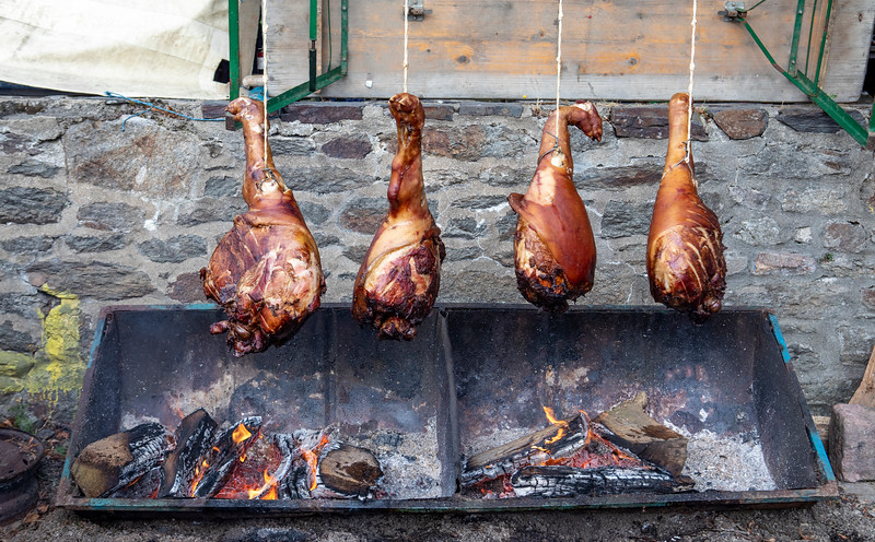 Saint Suliac - six hour ham roast at festival-0863.jpg