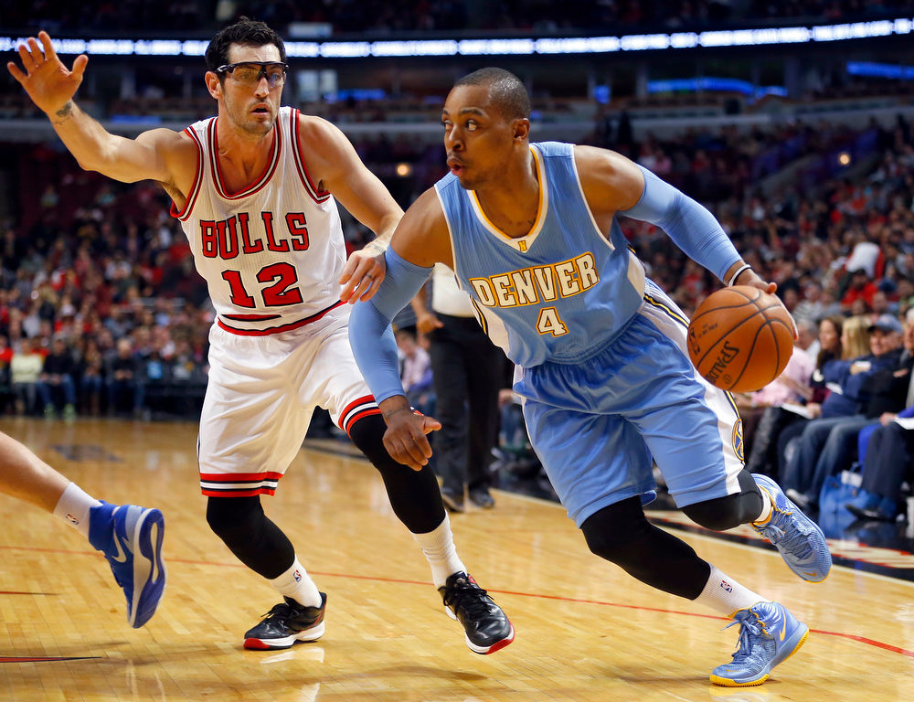 . Chicago Bulls guard Kirk Hinrich (12) guards Denver Nuggets guard Randy Foye (4) during the first half of a pre-season NBA basketball game in Chicago, on Monday Oct. 13, 2014. (AP Photo/Jeff Haynes)