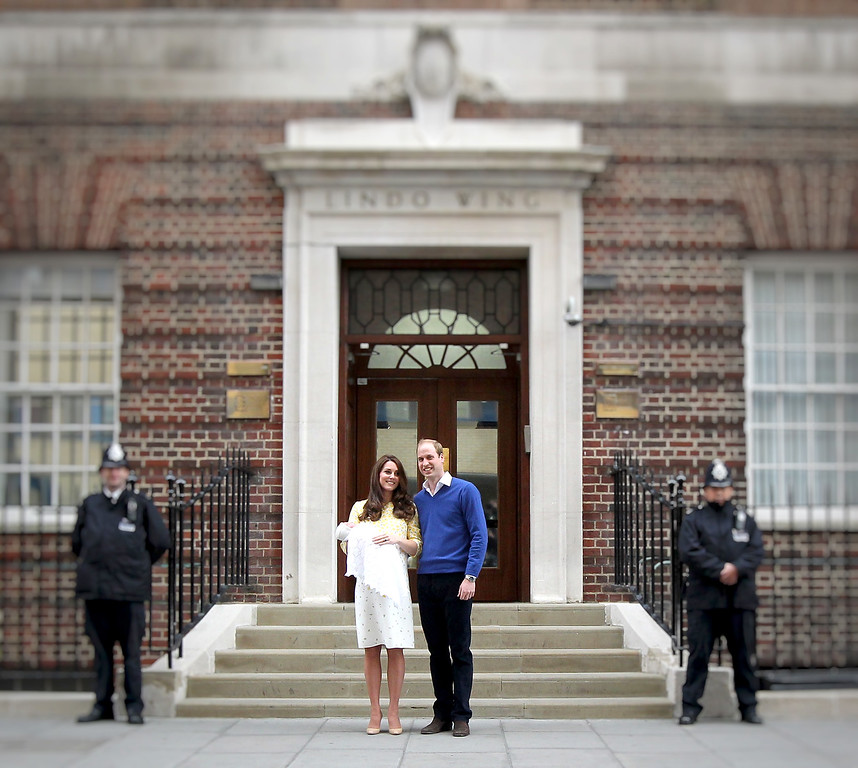 . Catherine, Duchess of Cambridge and Prince William, Duke of Cambridge depart the Lindo Wing with their newborn daughter at St Mary\'s Hospital on May 2, 2015 in London, England. The Duchess was safely delivered of a daughter at 8:34am this morning, weighing 8lbs 3 oz who will be fourth in line to the throne.  (Photo by Chris Jackson/Getty Images)