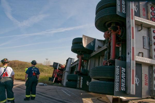 Itasca Oct. 29, 2008 - Semi rolls over on Elgin-O'Hare