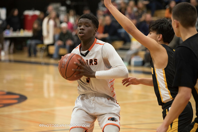 HMBHS Varsity Boys Basketball 2018-19-2380.jpg