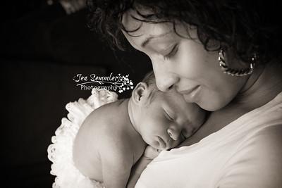 Gyani Lee - Newborn Photography Rochester NY May 2016