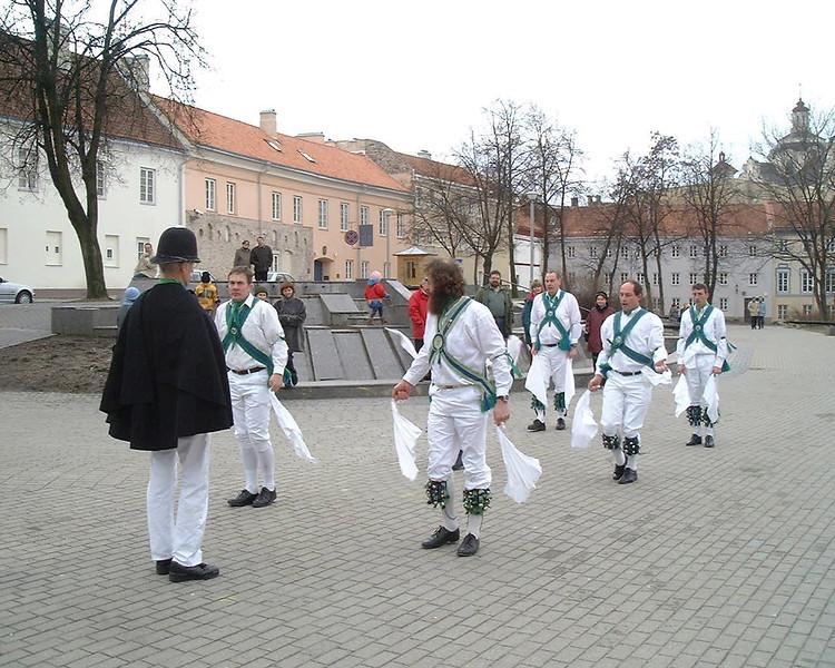 dancingatfrenchembassy02 .jpg