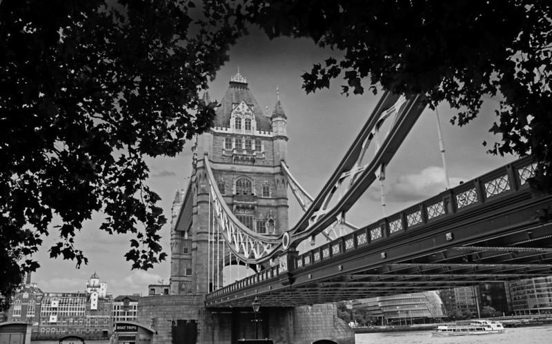 TOWER BRIDGE 1.jpg